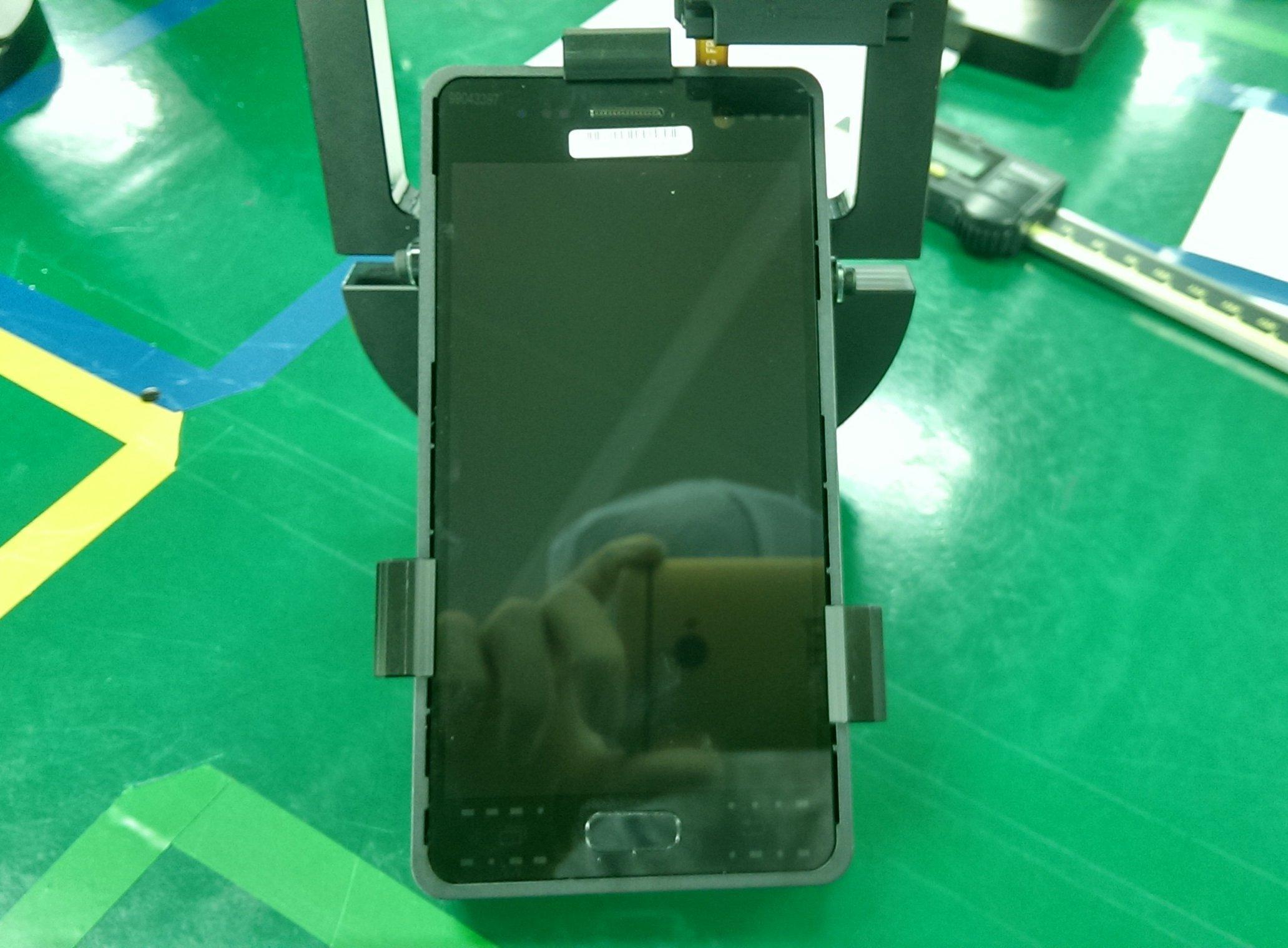 Galaxy S7'nin ön kamerası ve ekran yüzeyi sızdırıldı_002