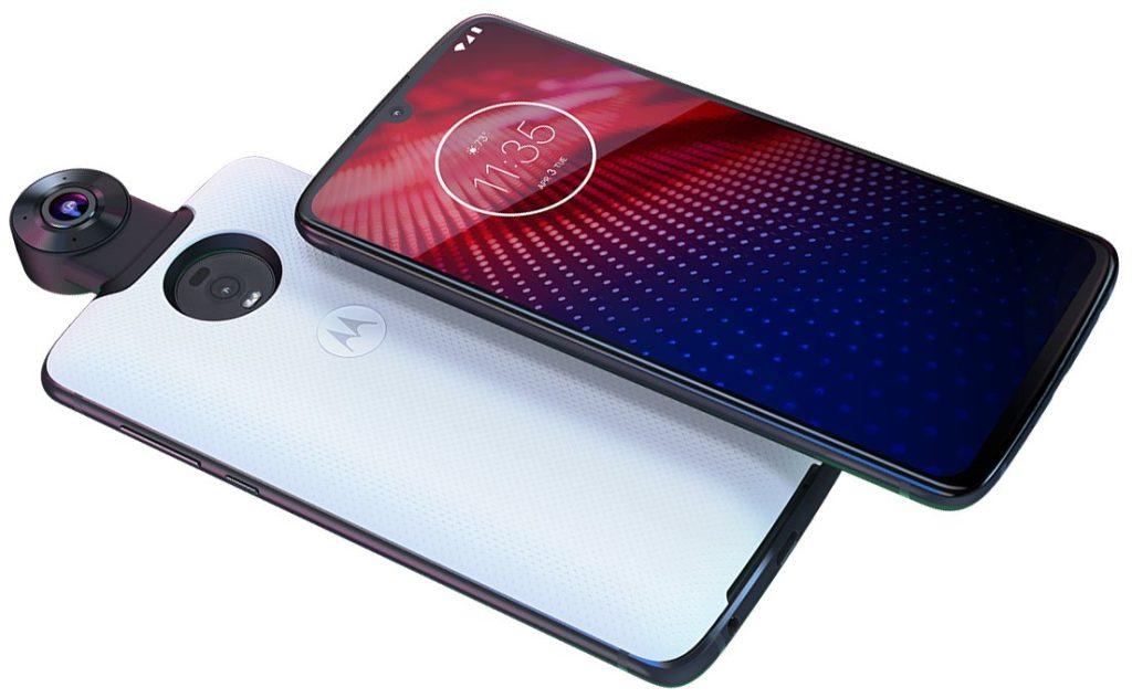 Beyaz Motorola Moto Z4 telefonunun modülü ile çapraz çekilmiş görseli