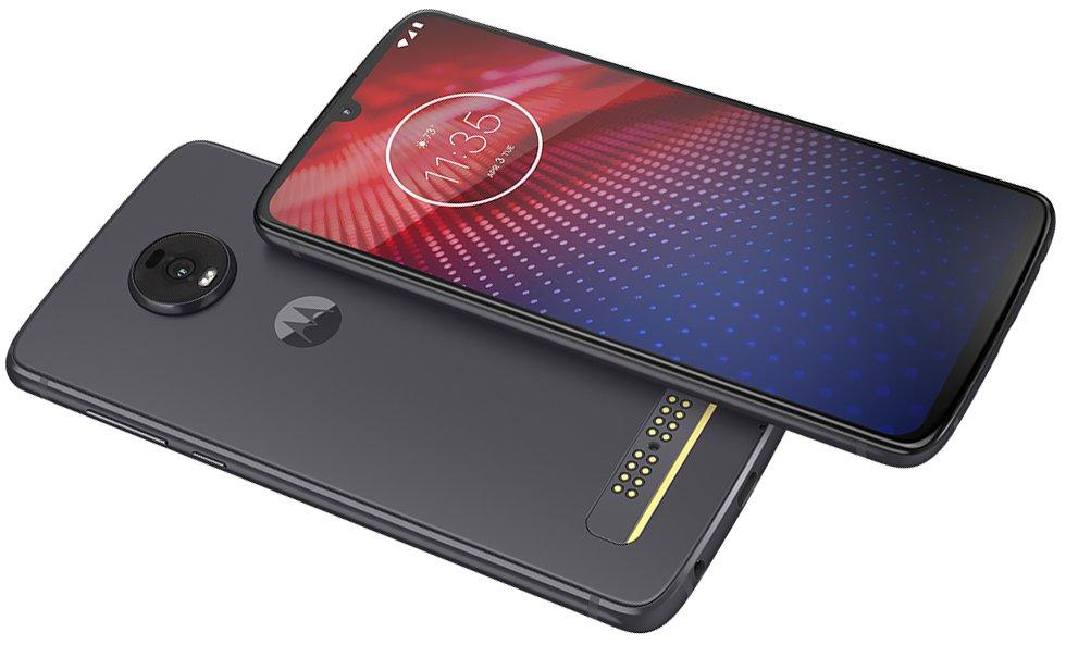 Siyah Motorola Moto Z4 telefonun çaprazdan çekilmiş görseli